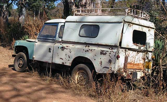 African-Land-Rover-Abandoned-Wildmoz.com