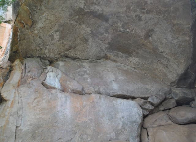 Cave-Paintings-Over-Hanging-Rock-Wildmoz.com